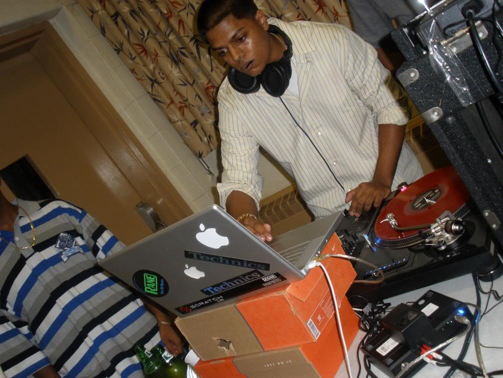 DIY Laptop Stands - DJ TechTools