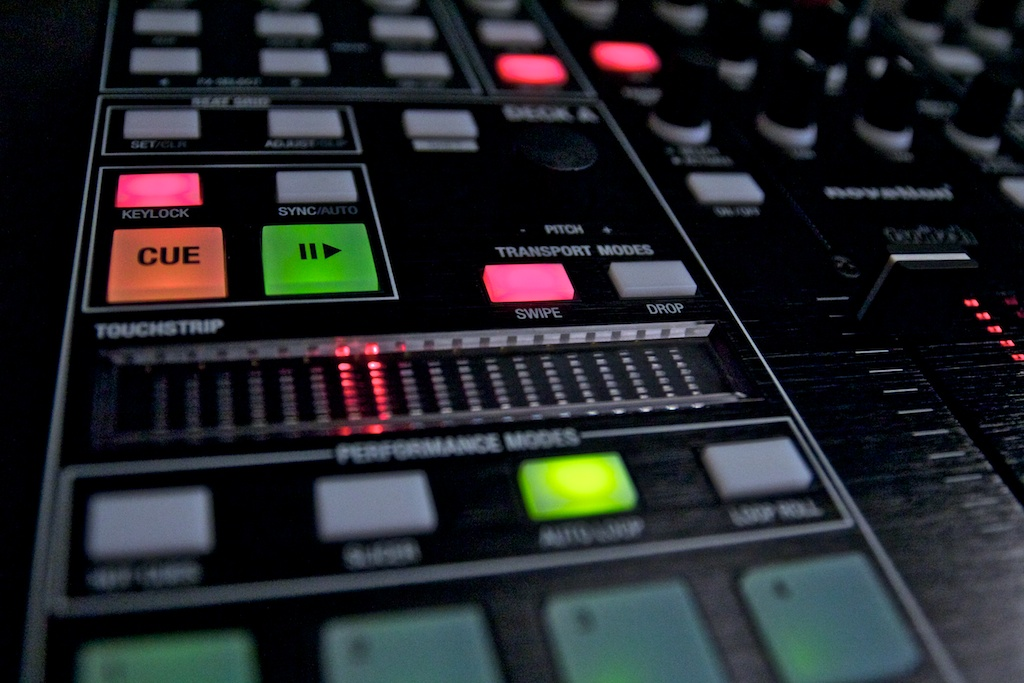 Exclusive Review! Novation Twitch DJ Controller and Serato
