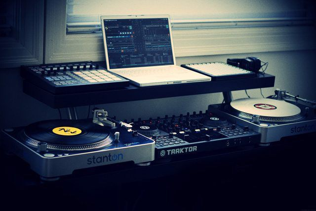 How To: Create a Professional DJ Booth from IKEA Parts  - DJ