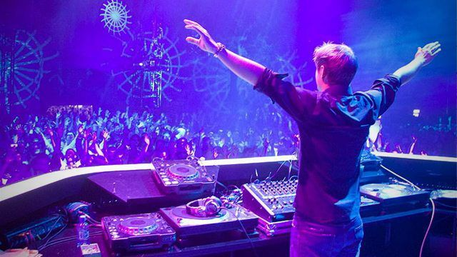 Armin Van Buuren Jesus Pose Body Language