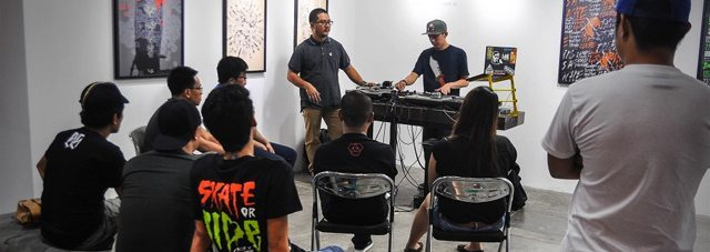 Learning the fundamentals (photo credit: urbanpinas.com)