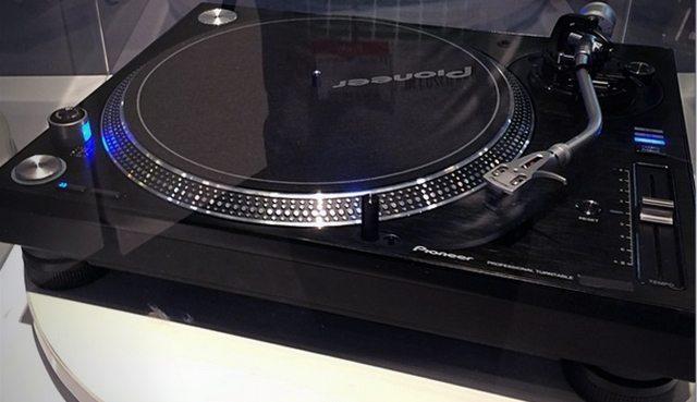 pioneer-turntable