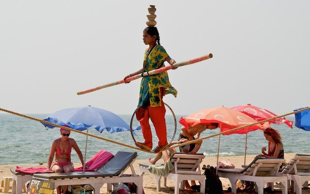 Tightrope Act on Anjuna Beach © Sandrah Cohen Rose | Flickr-2