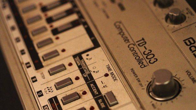 bassline Roland TB-303 © Danielle Scott | Flickr