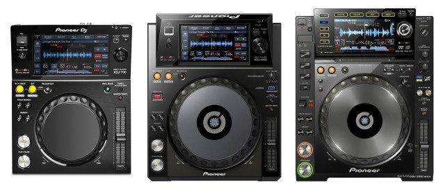 XDJ-700 (left) compared to XDJ-1000 (center) and CDJ-2000nexus (right) - roughly to scale