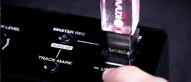 The second USB slot on the XDJ-RX