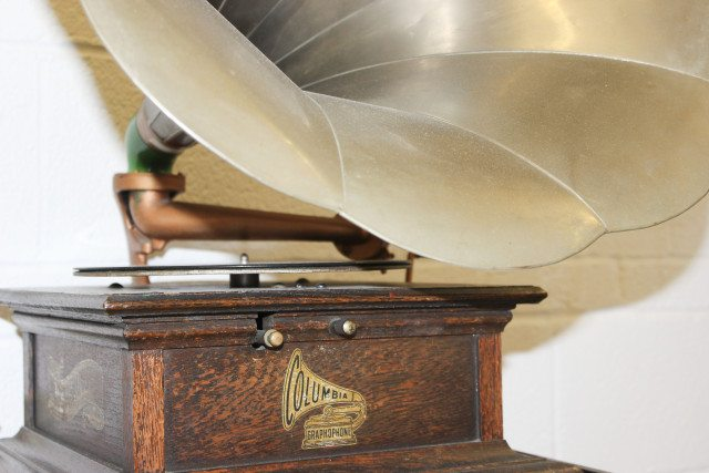 Columbia Disc Graphophone, 1910 © University of Illinois Library _ Flickr