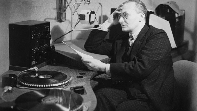 Christopher Stone is largely credited to be one of the first popular DJs  (image credit to BBC Radio 3's awesome Tumblr)