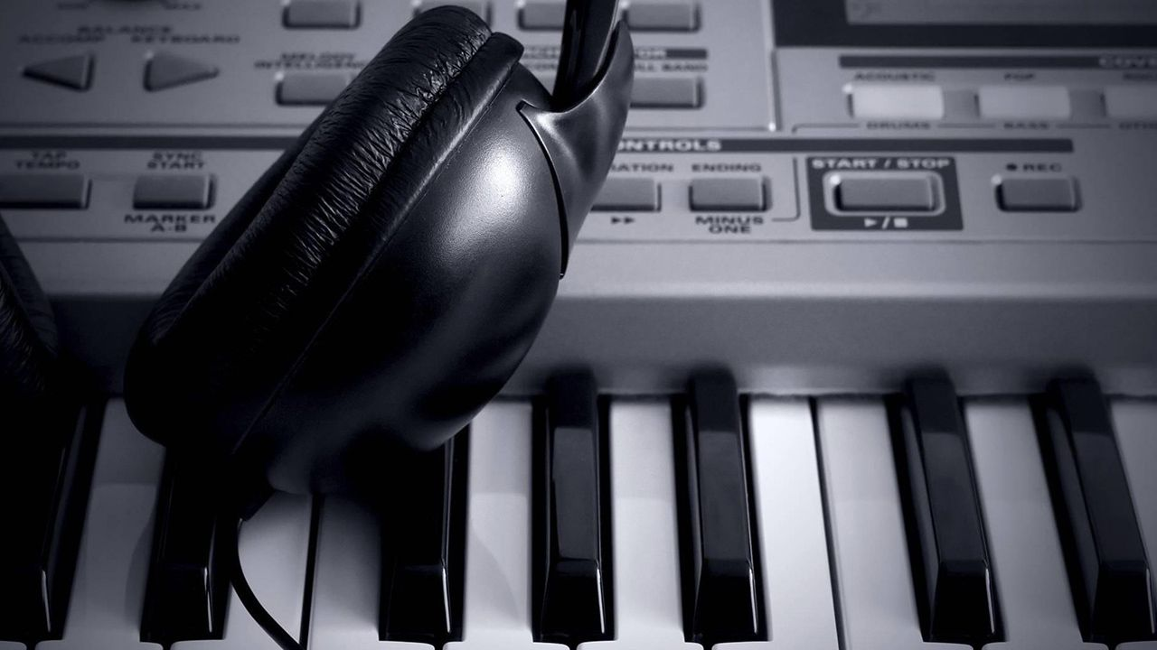 Apps For DJs and Producers To Learn To Play Piano