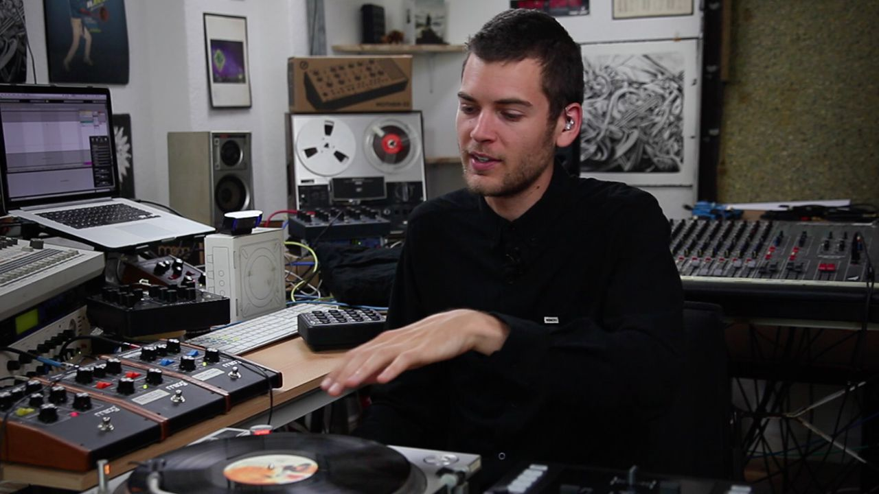 How To Sample Vinyl Records To Build A Soundpack - DJ TechTools