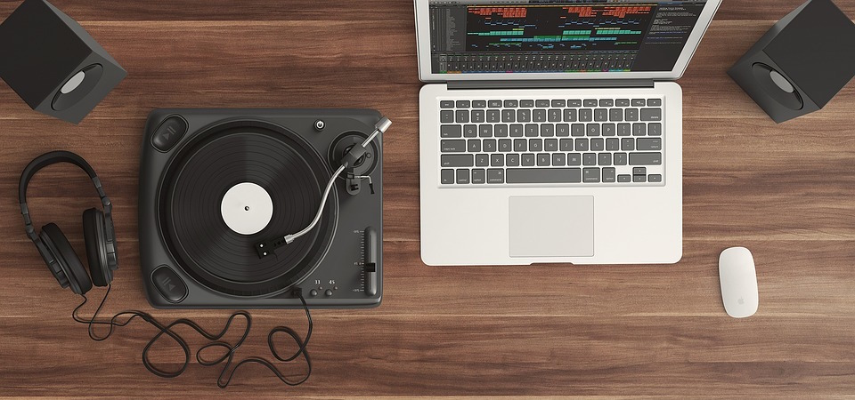 What Format Should DJs Buy Music In? A DJ's Guide To MP3