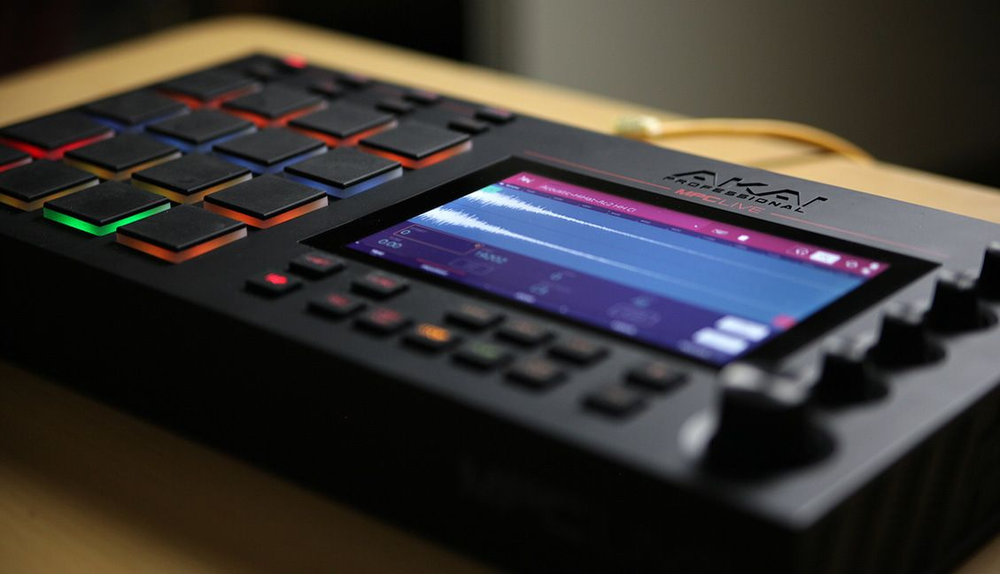 Mad Zach Gets Hands-On With MPC Live - DJ TechTools