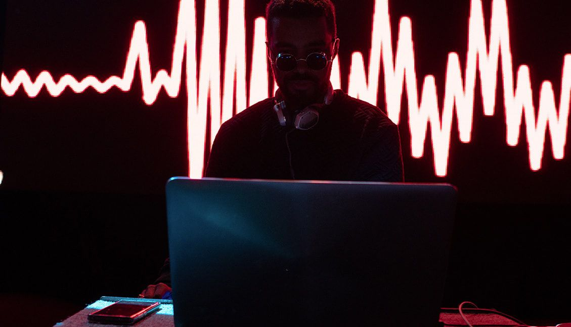 5 Mistakes New Club DJs Make (And How To Avoid Them) - DJ