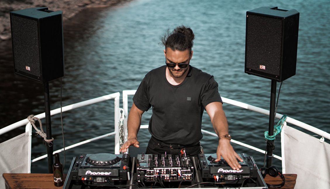 Projecting Confidence Makes You A Better DJ: Here's How To