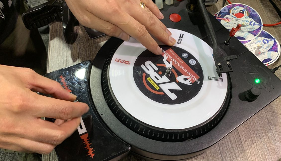 "7PS - 7"" portable scratcher at NAMM 2019"