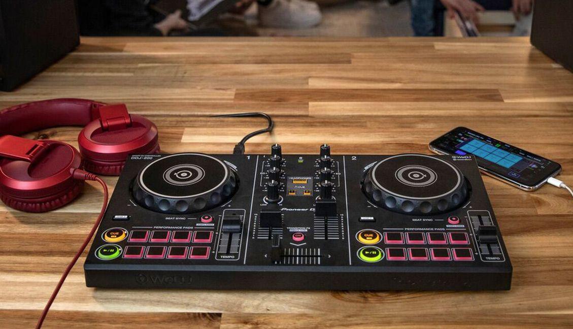 Pioneer DJ DDJ-200 beginner DJ controller