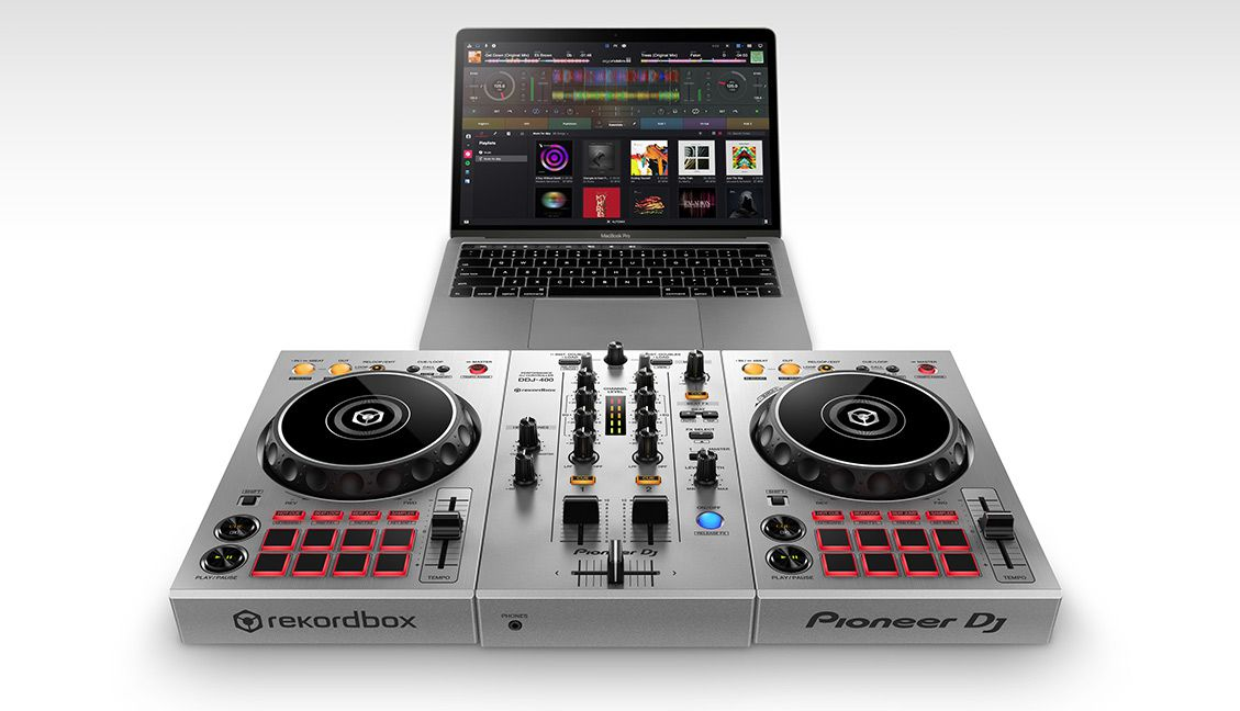 Pioneer DJ's DDJ-400-S using Algoriddim djay Pro and Spotify