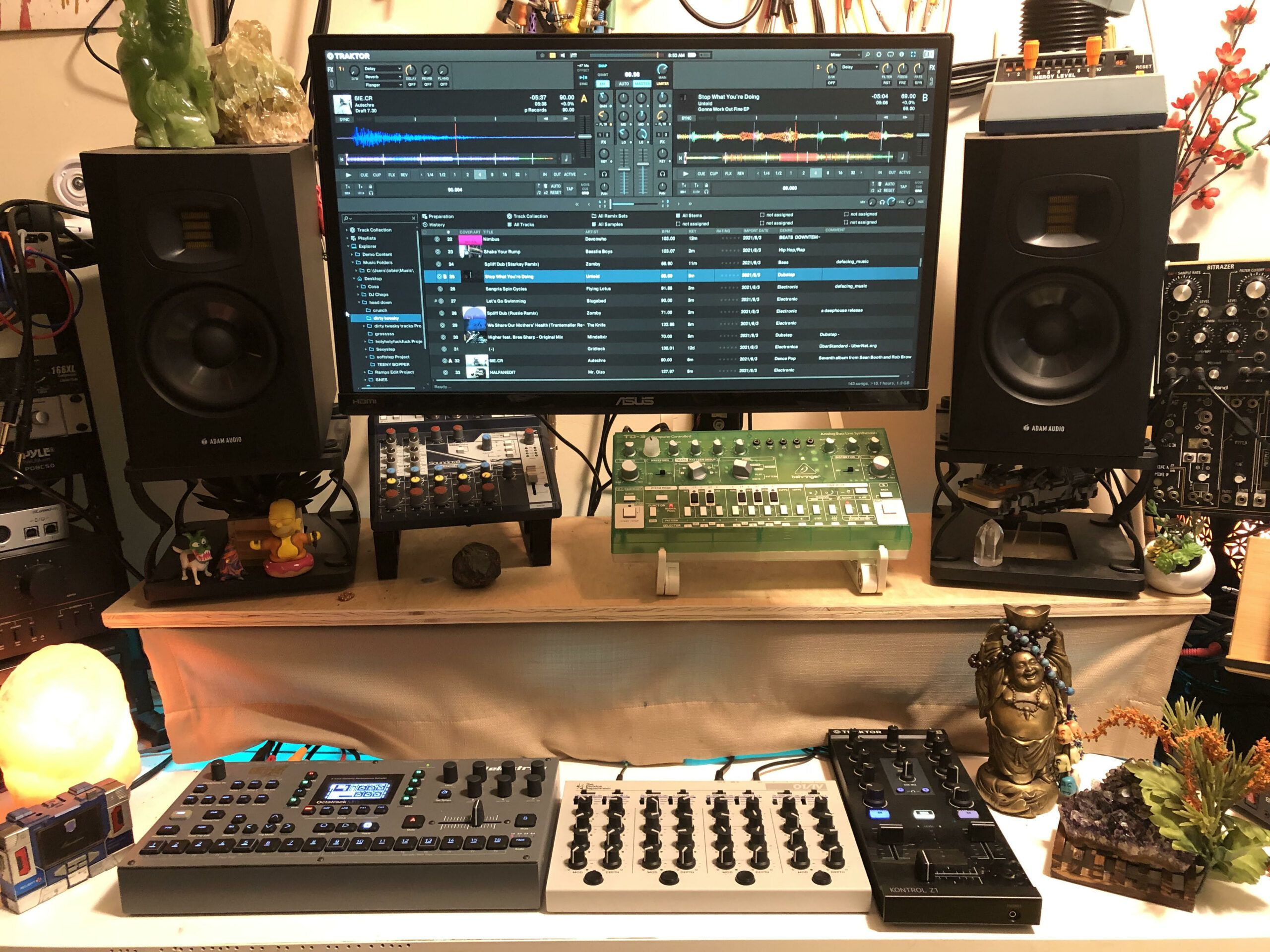 A beginner's guide to adding DJ tracks to your synthesizer set
